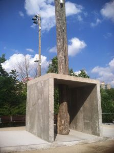 "Oscar Tuzuan's ""The Rain"" in Brooklyn Bridge Park is a conversation between nature, the built environment and art."